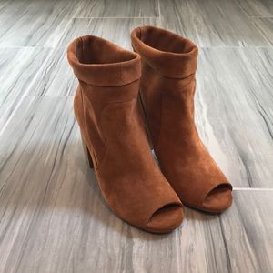 Chinese Laundry Tom Girl Boot - Suede